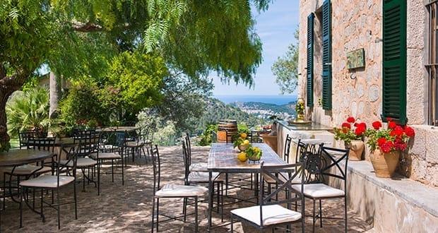The famous 39 lamb restaurant 39 es verger alar abcmallorca for Restaurante jardin mallorca