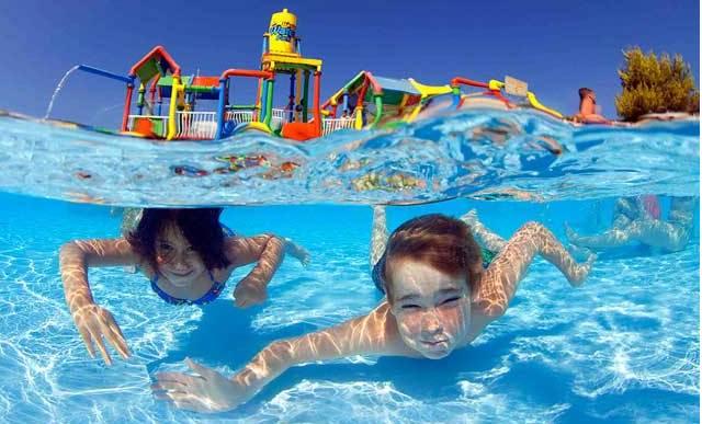 Visita un parque acuático