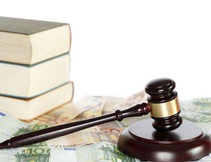 Jura mit Geld