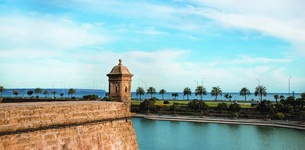 Wander the oldtown of Palma