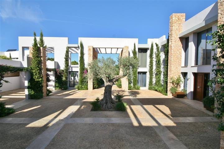 Realty mallorca real estate agency all about mallorca for Real estate mallorca