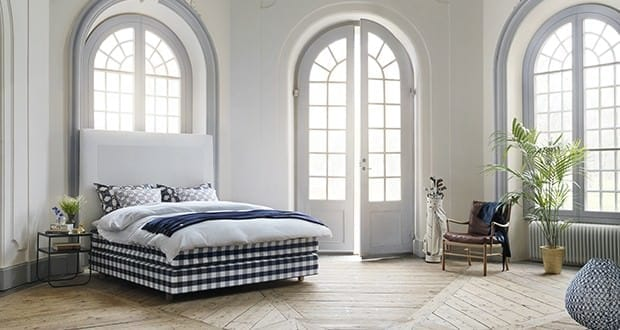 designer in palma entwirft betten kopfenden f r h stens alles ber mallorca. Black Bedroom Furniture Sets. Home Design Ideas