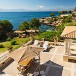 Villa de lujo en Cala Blava, con acceso directo al mar!